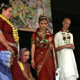 A Szombat reggel egy indiai esküvő Európában egzotikusnak számító részleteiről számolt be. Optimista elképzelések szerint az életben mindenki egyszer házasodik. Ezért a lakodalom olyan kell legyen, mint a mesében, amire mindenki […]
