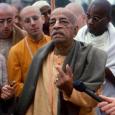 Gondolatok Sríla Prabhupádától a hiteles lelki tanítóról.  A jóga gyakorlása és a meditáció nap mint nap egyre többeket vonz. Sajnos azonban, aki megfelelő vezetőt keres, minden valószínűség szerint csak mágusokkal, […]