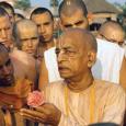 Sríla Prabhupáda sikeresen véghezvitte lelki tanítómesterének vágyát, hogy terjessze a nyugati világban is az Úr Csaitanja üzenetét. 115 évvel ezelőtt egy csodálatos nap köszöntött a Földre. 1896. szeptember elsején megszületett Abhay […]