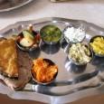 Az indiai konyha, alapvetően lakto-vegetáriánus. Elve az erőszakmentes étkezés, vagyis az ahimszá termékek fogyasztása. Ahimszá élelmiszereknek nevezzük azokat, amelyek nem okoznak fájdalmat, aggodalmat semmilyen élőlénynek. Ezért hús, hal és tojásmentesek és […]