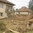 """Magyar Krisna-hívők 4 fős csoportja 5. napja segíti a boszniai katasztrófa helyreállítását ételosztásokat szervezve. A kiérkezés utáni első napról így ír egyik önkéntesünk … """"A Boszniában nem oly rég történt árvízkatasztrófa […]"""