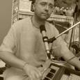 Soka-nihata-prarthana – Egy bánattal sújtott lélek könyörgése – ez a címe a Guna-grahi & Kirtan for the Soul egyik legújabb, misztikus hangzású, az univerzum sejtelmességét sugalló dalának. Tradicionális indiai ének, modern […]