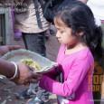 Ételosztó misszió, tábori kórház, adományok eljuttatása – mindennapok a katasztrófa sújtotta Nepálban.