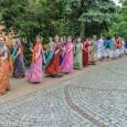 Krisna-völgy lakói a nyár folyamán többször is tartanak vidám zenés-táncos felvonulásokat a Balaton környékén, legközelebb Siófokon július 12-én. Ha lelki feltöltődésre vágysz a szürke hétköznapok forgatagában, csatlakozz te is! Hogy mi […]