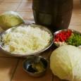 Hémangi szuper, ecetmentes receptje… A savanyú káposzta ecet nélkül, tejsavas erjesztéssel készül. Fahordóban, műanyag edényben, vagy kerámia hordóban készíthetjük. Hagyományosan fahordóba teszik, és gumicsizmával tapossák, hogy a káposzta megtörjön, és levet […]