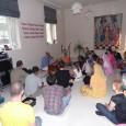 """Előadások, beszélgetések és mantra-meditáció a Govindában """"Az embereket – különösen ebben a Kali-korban – az anyagi energia bűvöli el, s azt gondolják, hogy az anyagi kényelem fokozásával mindenki boldog lehet. Nem […]"""