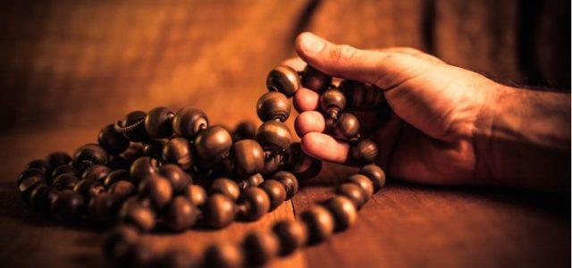 Lehetséges különbséget tenni ima és ima között minőségben? Mitől tudunk jobban, odaadóbban az Úr felé fordulni reggeli lelki gyakorlataink során és mi nehezíti ezt a folyamatot? Az alábbiakban Nirañjana Swami könyvéből […]