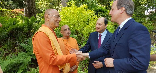 A Krisna-tudat Nemzetközi Szervezete londoni központjában, a Bhaktivedanta Manorban a Haveli templomépület alapkőletételi ceremóniáját rendezték megjúnius 10-én. Az esemény egyben alkalmat adott arra is, hogy a Krisna-hívők megünnepeljék a nemzetköziszervezet bejegyeztetésének […]