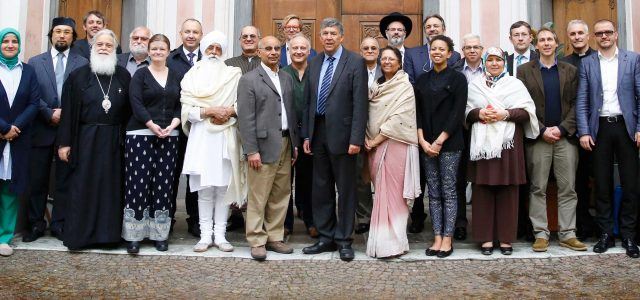 """Az Európai Vallási Vezetők Tanácsa (European Council of Religious Leaders, """"ECRL"""") 2002-ben alakult meg Oslóban, mely a nemzetközi Vallások a Békéért (Religions for Peace, """"RFP"""") elnevezésű szervezet öt vallásközi Tanácsának európai […]"""