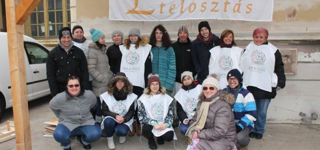 AzÉteltazÉletértKözhasznú Alapítvány kiemeltkarácsonyiételosztást tart Egerben, december 15-én délben. 400 adag egytálételt és tartós élelmiszert osztanak ki a rászorulóknak, több önkéntes egri egyetemista részvételével. A tanulók korábban igénybe vették az Alapítvány diákétkeztetési […]