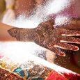 """Krisna-völgy szomszédságában kerül megrendezésre Közép-Európa első nemzetközi hennás találkozója. Az East West Mehndi Meet egyik főszervezőjével, Nisanta déví dászíval, a """"The Henna Grove"""" művészével beszélgettünk. Mondanál néhány szót a hennáról? Miből […]"""