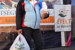 Élelmezési-nap-ételosztás-Madireksana-19-272x300