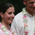 Az esküvői szertartás az emberiség történetével egyidős. Nem volt olyan idő, amikor ne házasodtak volna, és remélhetőleg nem is lesz olyan kor, mely feleslegesnek titulálná eme esemény szentségét és fontosságát. Az […]