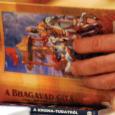 A Bhagavad-gítá – Isten éneke – hétszáz szanszkrit versből áll. Krisna, valamint barátja és híve, Arjuna párbeszédét tartalmazza, amely a kuruksetrai csata előtt hangzott el, időszámításunk előtt több mint háromezer évvel. […]