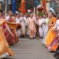 Krisna-hívő szerzetesek járják Budapest utcáit. Idei felvonulásaik a drogprevenció és az erőszakmentesség elve, az ahimszá jegyében telnek! Az orosz és magyar szerzetesekből álló csapat tagjai az indiai zene, ének és tánc […]