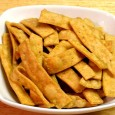 A Nimkin, vagy nimki, namkeen a sós kekszek ős-archetípusa, a vendégváró csemegék legegyszerűbb formája. Indiában a háziasszonyok nagy vendégeskedés vagy ünnepek előtt készítik, mivel hetekig eláll és különféle fűszerekkel, szezámmal vagy […]
