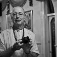 Śivarāma Swami Mahārājaszemélyesen felügyeli a krisna-völgyi oltár felújításának minden munkálatát. Múlt heti videóinkban a támogatás lehetőségeiről, illetve a kőfaragónál tett látogatásáról láthattatok videót. Az oltár díszítőelemei, korlátok és más elemek fából […]
