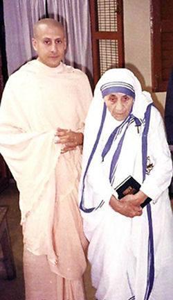 Boldog Kalkuttai Teréz anya és Radhanatha Swami a Krisna-hívők egyik avató lelki tanítómestere