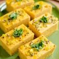 Egyszer azt olvastam egy indiai szakácstól, hogy a dhokla alkalmas arra, hogy néhány pillanatra megfeledkezz a külvilágról. Ebben igazat kell adnom, főleg, ha paradicsom csatnival, zöld csatnival (koriander, menta) vagy kókusz […]