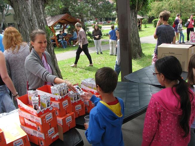SOFI gyermekprogram - ételosztás