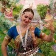 A Ritmus Ünnepe – Táncforgatag Krisna-völgyben. Ezzel a címmel rendeztek keleti táncokat felvonultató táncünnepet Somogy szívében. Nem csak a közönség, a táncosok is remekül érezték magukat 🙂