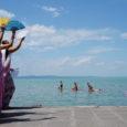 A Krisna-völgyi Búcsú előtt a hívők Balaton körüli zarándokútra, páda-játrára indulnak. Városról városra járva, zenés-táncos felvonulásokat, beszélgetéseket tartanak és mindenkit invitálnak a Búcsúba. A pāda–yātrān azt az egyszerű életvitelt propagálják és […]