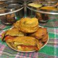 A pakóra-félék, csicseriborsó liszt tésztába mártott és sült zöldségek nagyon kedveltek az indiai konyhában. A töltött padlizsán pakóra ezeknek is a császára, igazi vendégváró csemege. Hozzávalók:1 db közepes, vékony padlizsán3 db […]