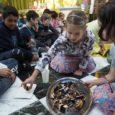 Idén a környékbeli óvodások és iskolások közül 170-en jöttek el az Édesség-fesztiválunkra a Krisna-völgyi Srí Prahláda Általános Iskola meghívására. Először a Tehénvédelmi Központnál a gyerekek hallhattak Dvaipāyana prabhutól néhány gondolatot a […]